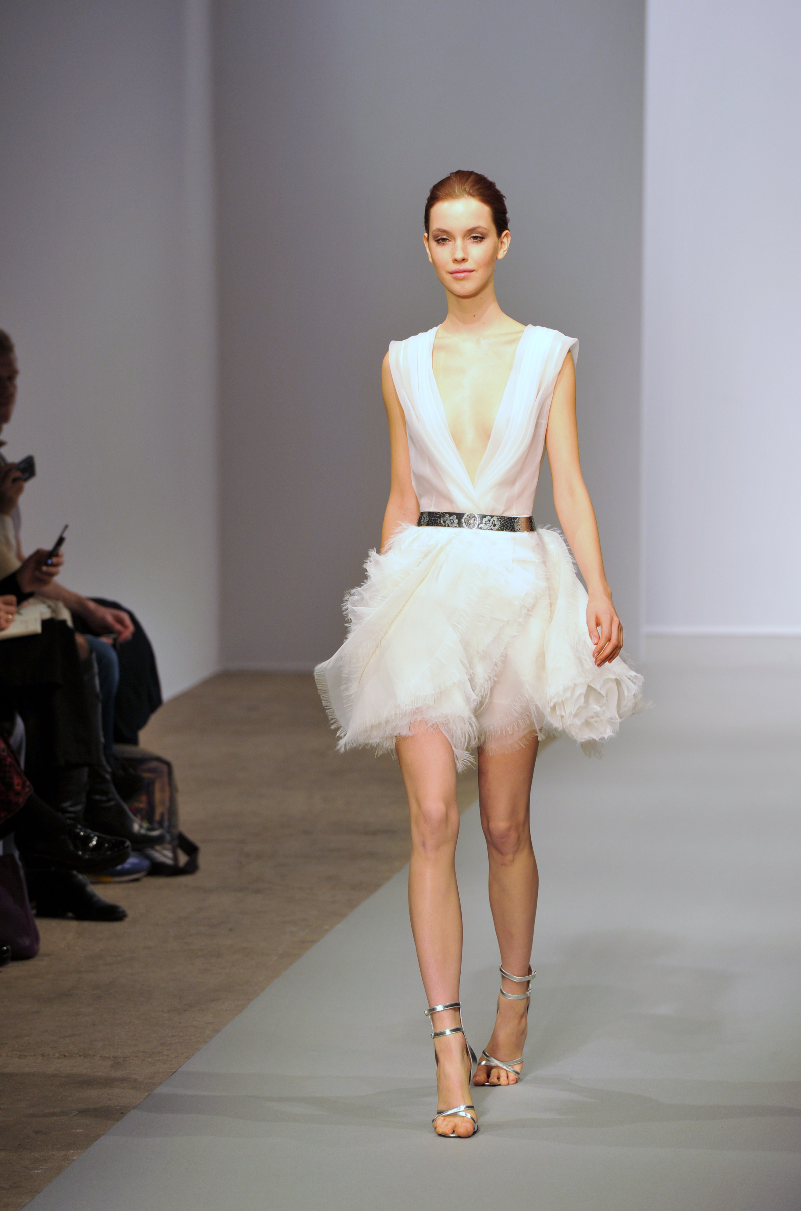 robes l gantes robes courtes haute couture. Black Bedroom Furniture Sets. Home Design Ideas
