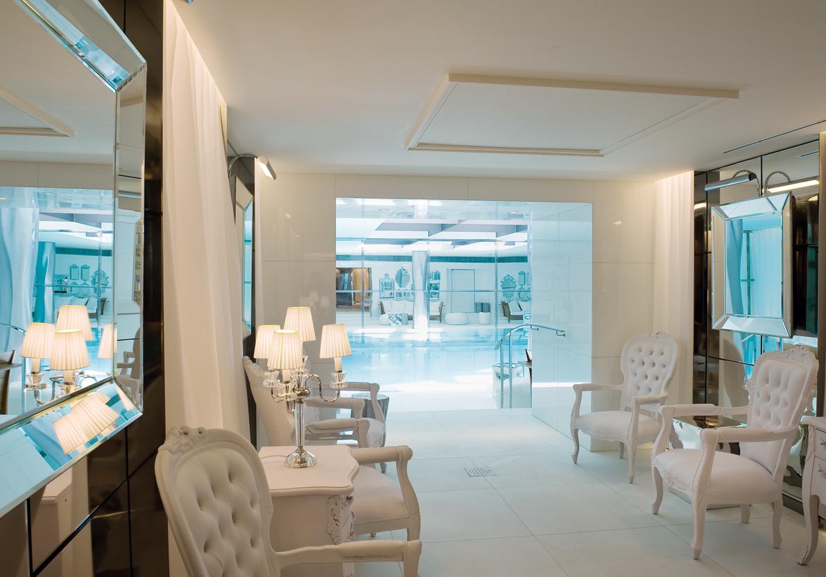 le royal monceau invite au paradis luxsure. Black Bedroom Furniture Sets. Home Design Ideas