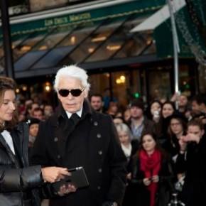 Karl Lagerfeld, Natalie Massenet et des hordes de fans fêtent le lancement de KARL sur NET-A-PORTER.COM avec les Window Shops installés autour du monde
