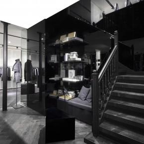 Karl Lagerfeld ouvre son premier premier concept store parisien.