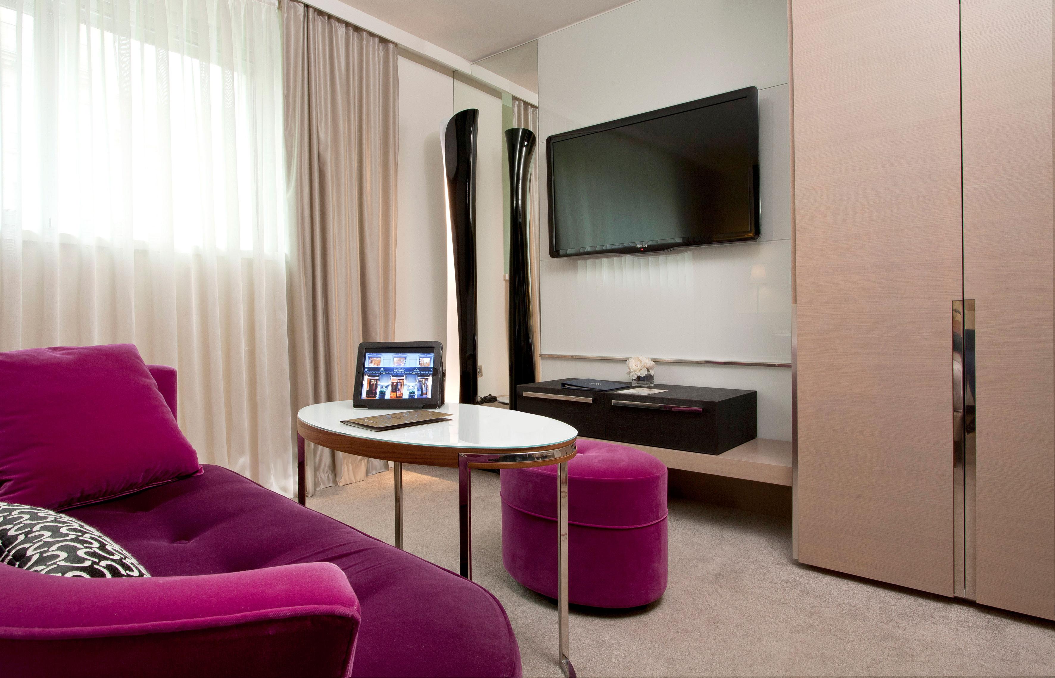 Chambre Deluxe Côté Salon  La Villa Maillot & Spa  Luxsure