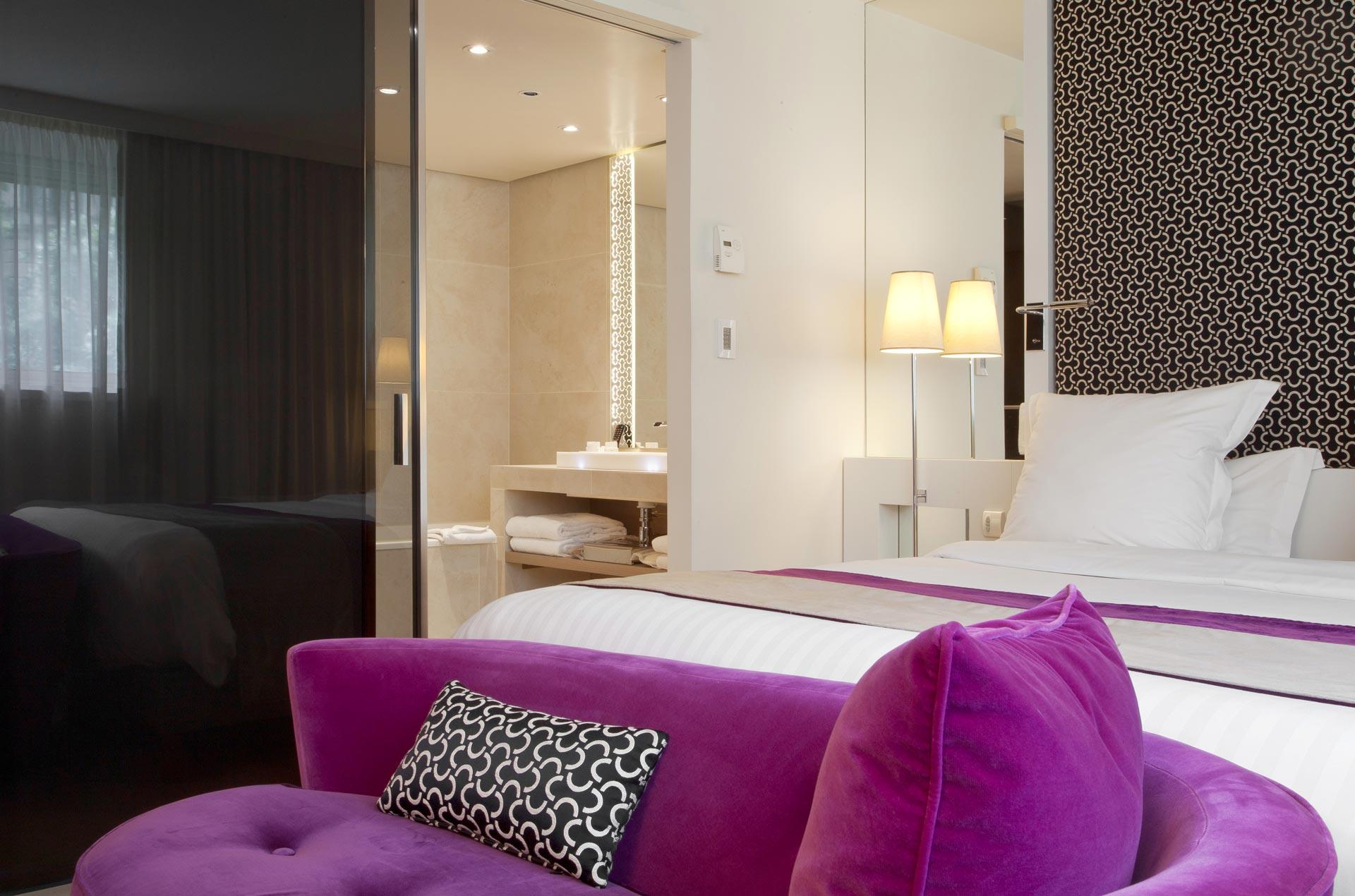 Chambre deluxe vue salle de bains la villa maillot spa for Chambre arbitrale de paris
