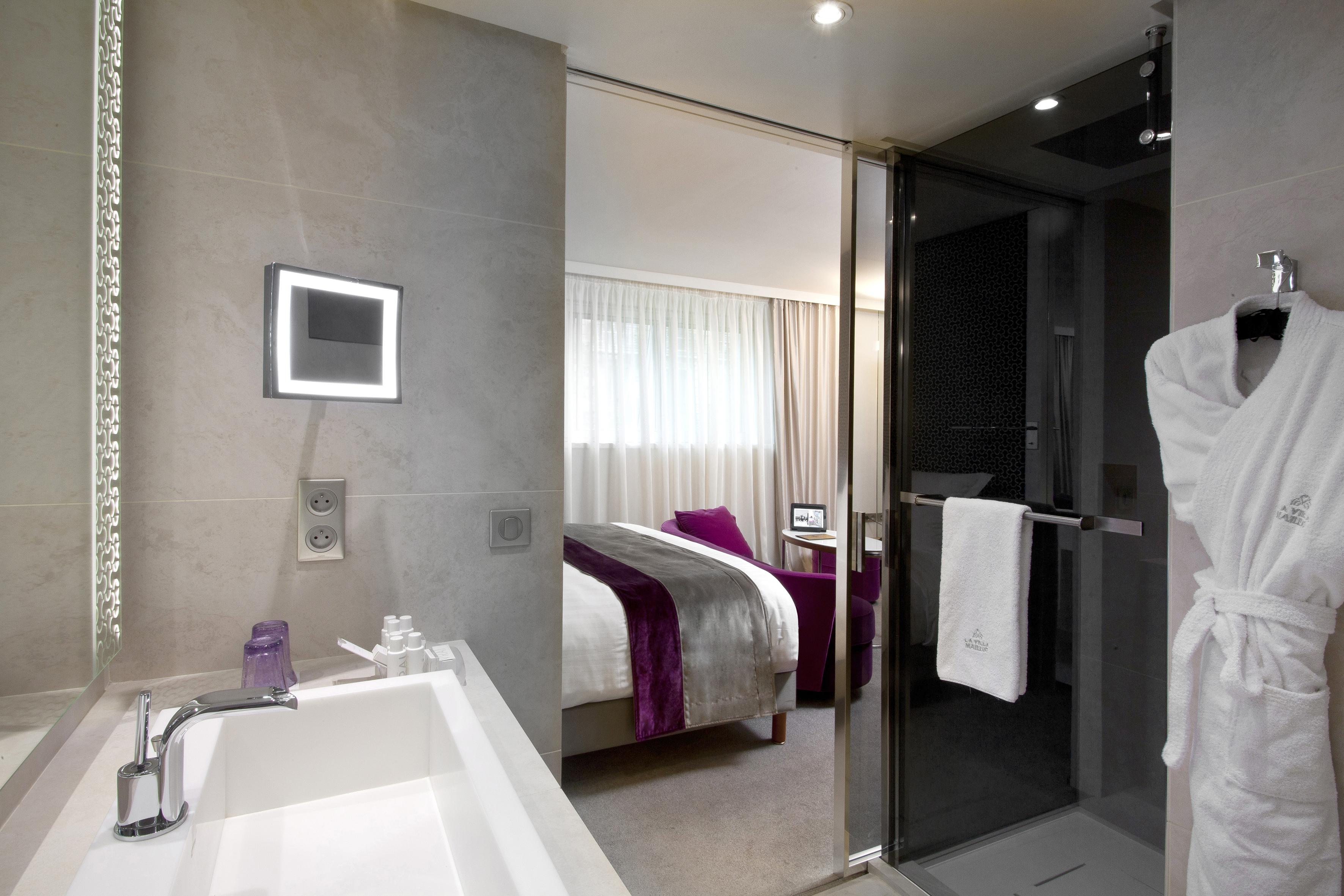 salle de bains deluxe la villa maillot spa paris luxsure. Black Bedroom Furniture Sets. Home Design Ideas
