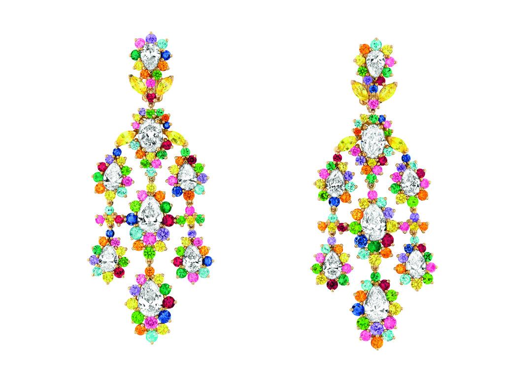 boucles d 39 oreilles cher dior exquise diamant face luxsure. Black Bedroom Furniture Sets. Home Design Ideas