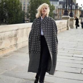 Emmanuelle Seigner la nouvelle cover star de NET-A-PORTER.COM
