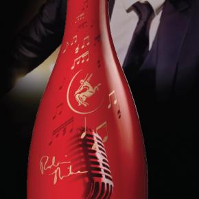La Maison de Cognac Rémy Martin dévoile pour la première fois en Europe une série de 100 bouteilles de son Edition Limitée V.S.O.P Robin Thicke.