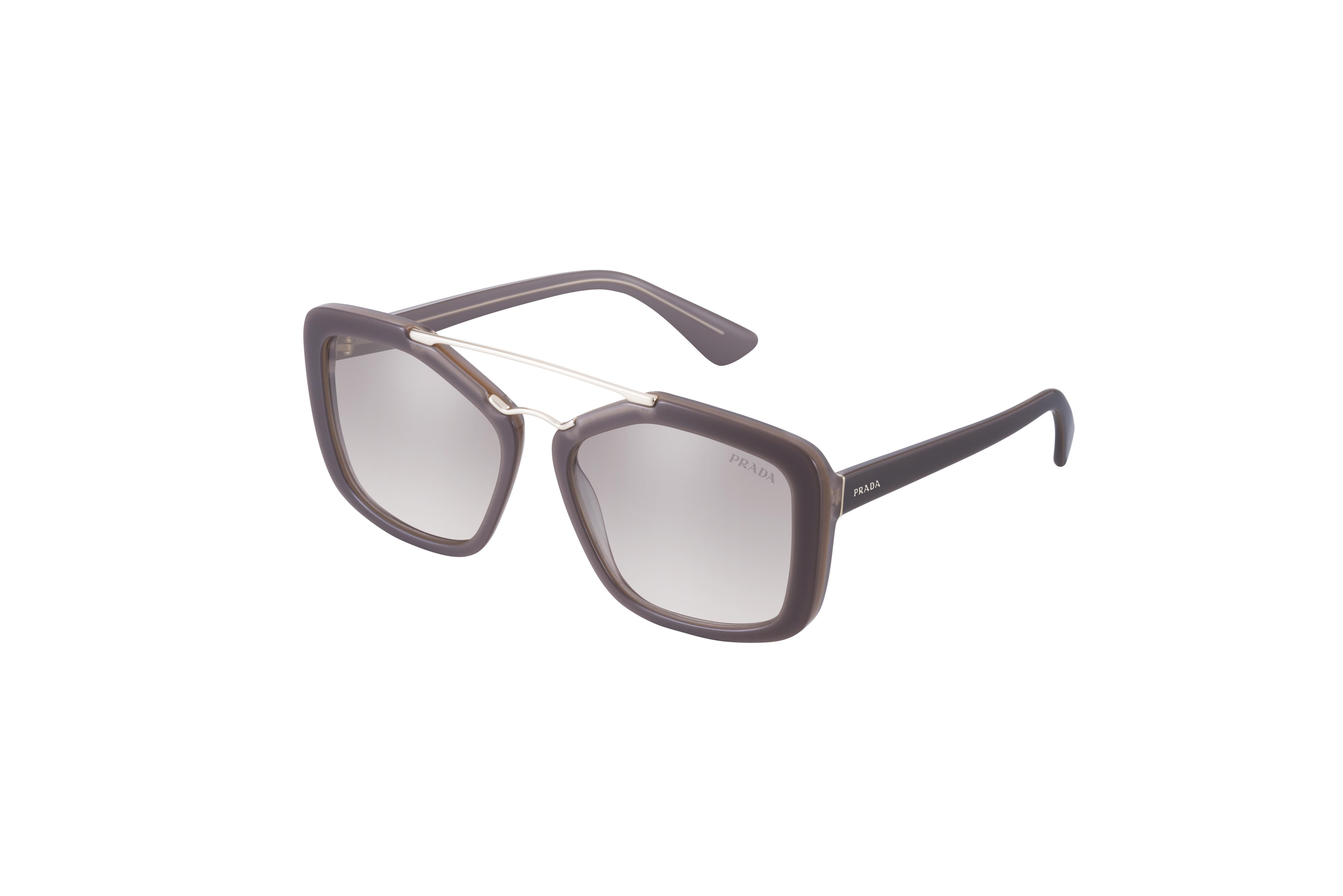 Les lunettes de la nouvelle collection Prada Eyewear Homme Printemps Été  2015 reflètent l exigence stylistique de créer un objet simple, dont la  valeur ne ... 53ba691dc73f