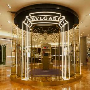 Bulgari s'expose au Galerie Lafayette : une décharge de reptiles haut de gamme.