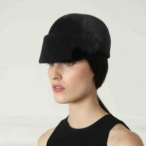 Une femme qui murmure à l'oreille des chevaux : l'esprit cavalier des chapeaux Martin Grant.
