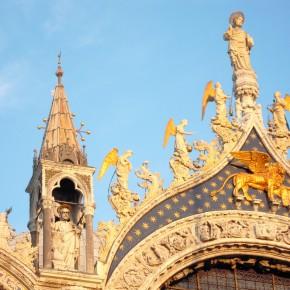 CHANEL, mécène du Comité Français pour la Sauvegarde de Venise, restaure le  Lion de Saint Marc et la mosaïque du fronton de la Basilique