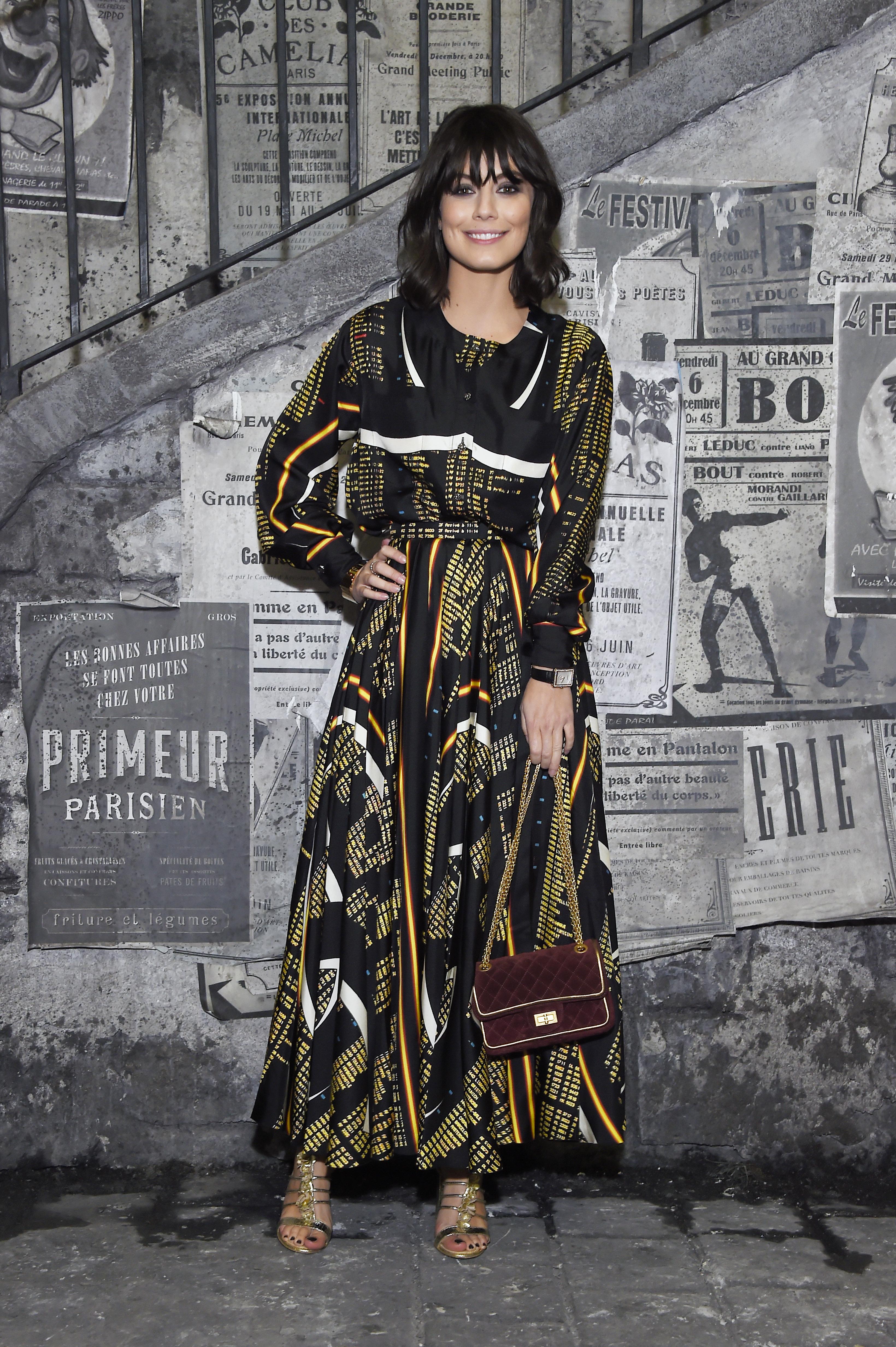 Elle portait une robe CHANEL de la collection Prêt,à,Porter Printemps,Eté 2016. Chaussures et sac CHANEL. Maquillage CHANEL.