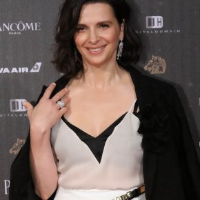 Juliette Binoche brille en Piaget au 53ème Golden Horse Awards