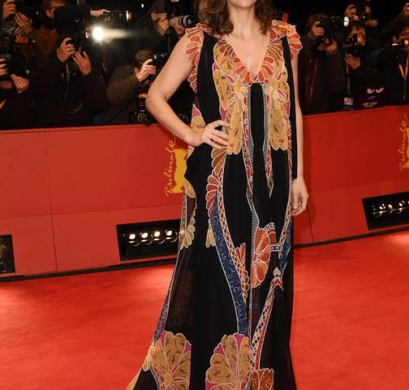 Maggie Gyllenhaal en Schiaparelli Haute Couture au Festival du Film International de Berlin