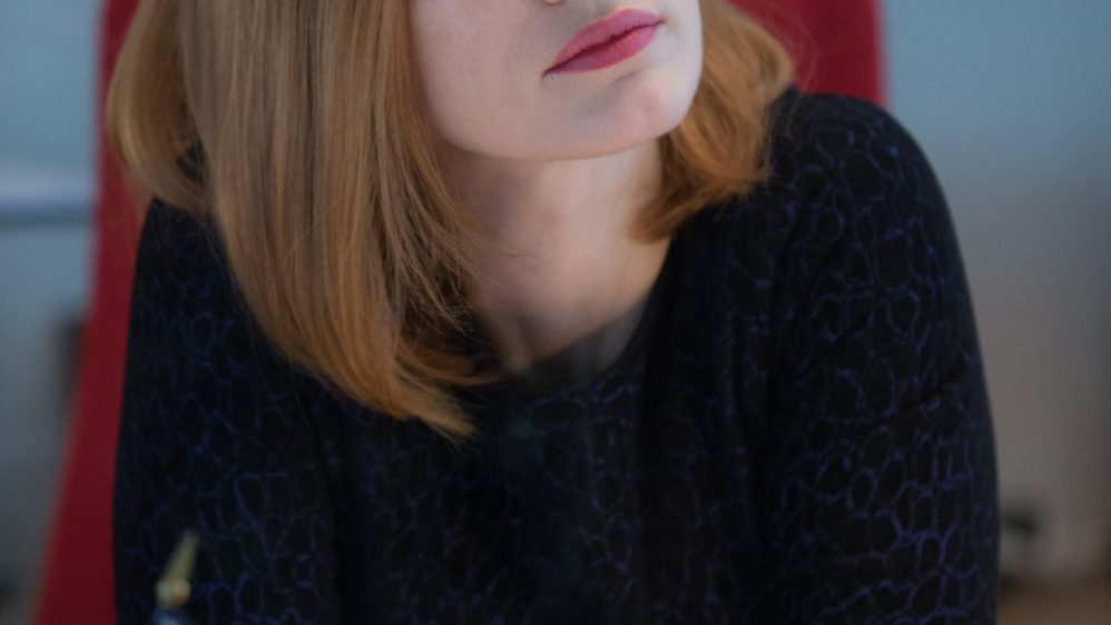 Jessica Chastain incarne Miss Sloane parée de bijoux Piaget
