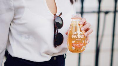 Evian et Kusmi Tea créent une expérience sensorielle unique : «evian infused x Kusmi»