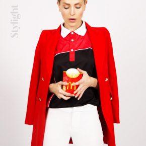 Buzz Ikea / Balenciaga : Stylight révèle les nouveaux uniformes tendance dans un photo shooting
