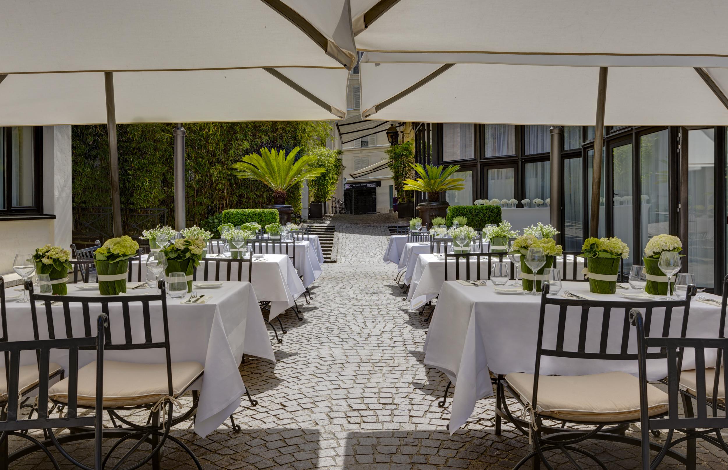 La terrasse de 1500 m2 des jardins du marais passe l 39 heure d 39 t - Terrasse jardin marais villeurbanne ...