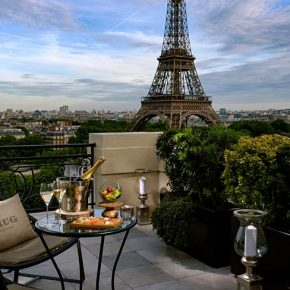 Le Bar à ciel ouvert by Krug au Shangri-La Hotel, Paris