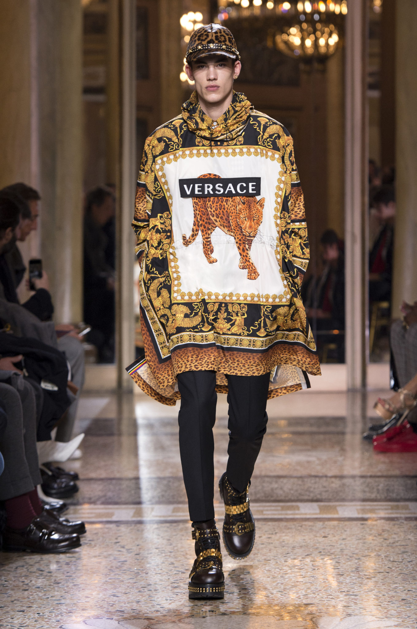 Versace - Fashion Week Homme Milan Automne-Hiver 2018-2019 - Luxsure 17b4f01c573