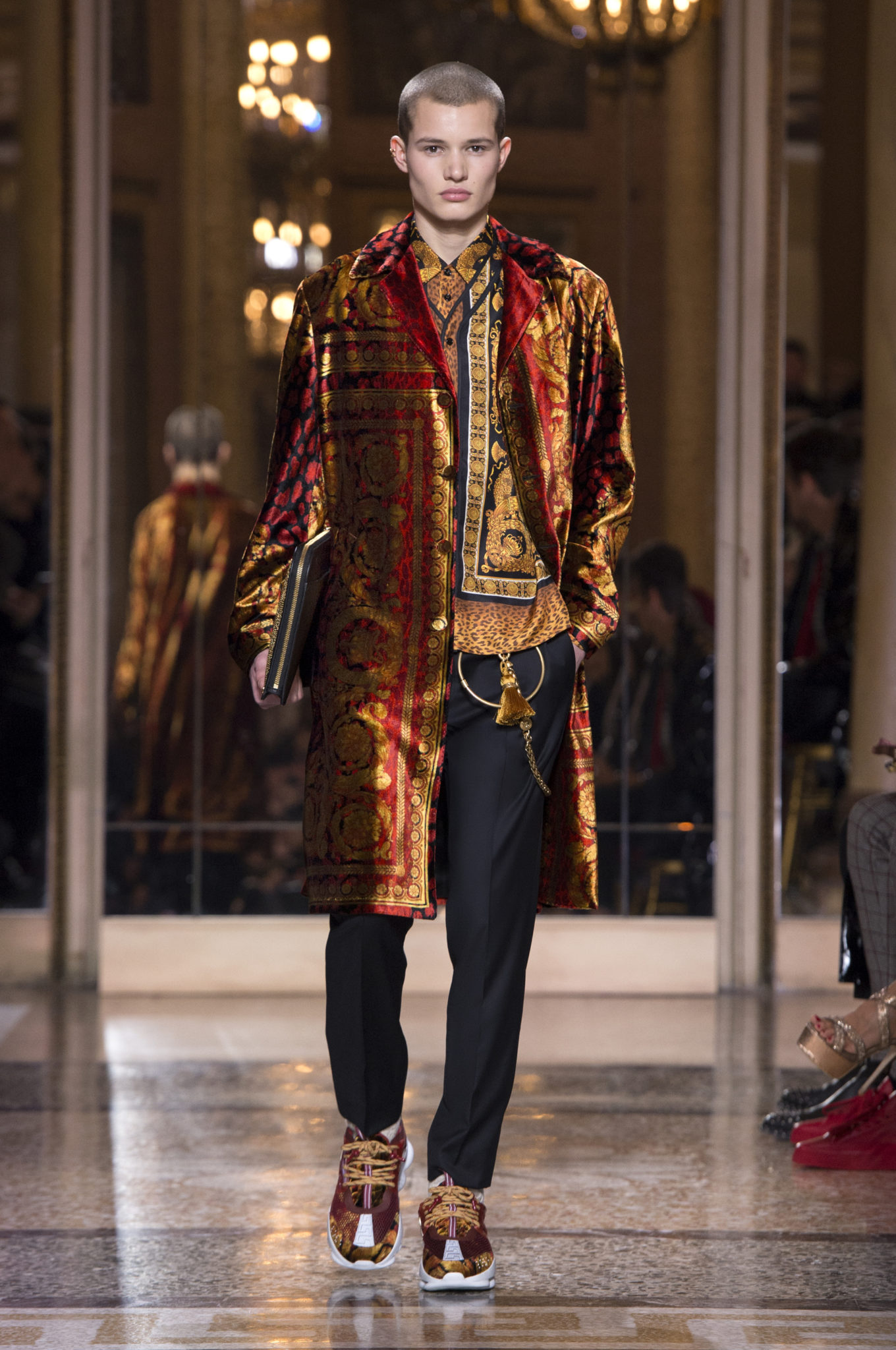 Versace , Fashion Week Homme, Milan, Automne-Hiver 2018-2019 - Luxsure 4f6a577b1b2